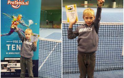 Taj Cerar Žilič, učenec 2. c razreda je na TENIŠKEM  turnirju dosegel odlično tretje mesto!